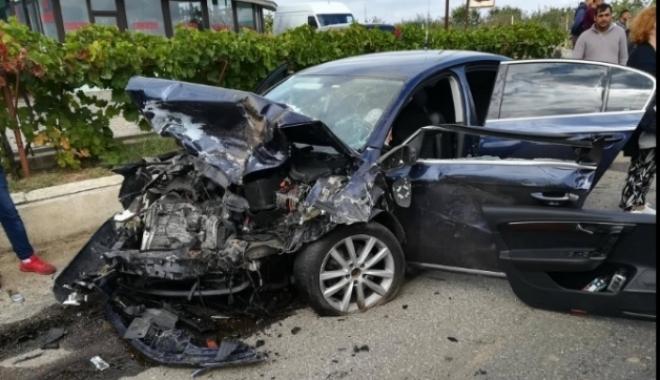 Foto: ZIUA TRAGEDIILOR RUTIERE! Un mort şi patru răniţi. Circulaţia pe E85 a fost oprită