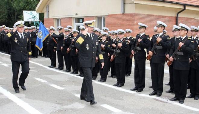 Foto: Marinarii militari îşi comemorează eroii la mânăstirea Cozia