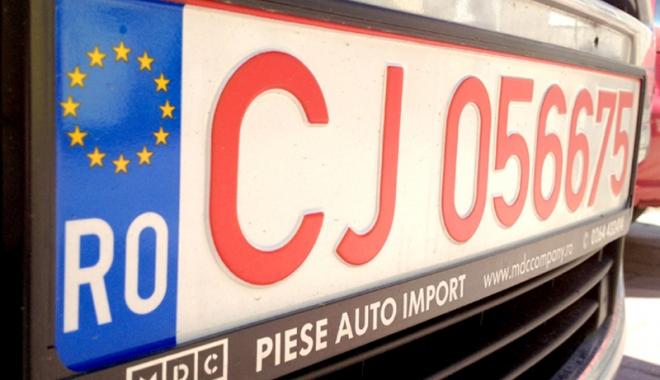 Foto: Vrei să ieşi din România cu o maşină cu numere roşii?  Iată ce trebuie să ştii