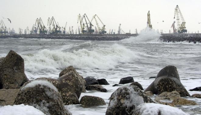 Foto: Porturile de la Marea Neagră, închise din cauza vântului puternic