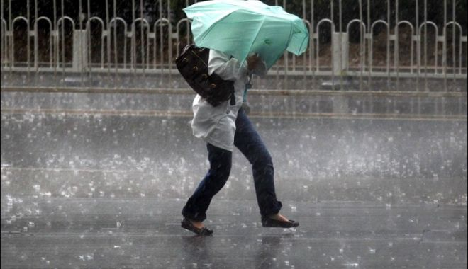 Se strică vremea. Cod galben de ploi și descărcări electrice în zece județe - vreme-1526727674.jpg
