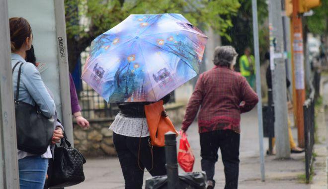 Foto: Frig şi ploi,  week-end-ul acesta, la Constanţa
