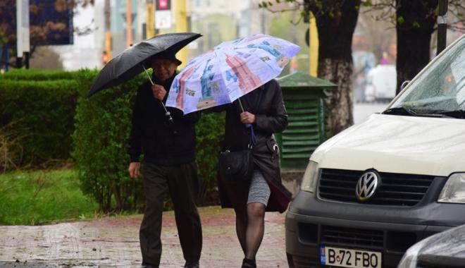 Foto: Frig şi vânt puternic, la Constanţa. Meteorologii au dat cod galben