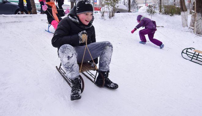 Foto: Situaţie absurdă la Constanţa! Părinţii decid dacă se reiau sau nu cursurile şcolilor