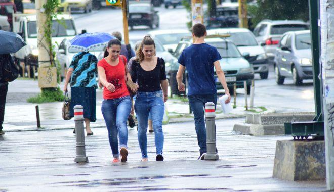 Foto: Ploi şi vijelii, la Constanţa