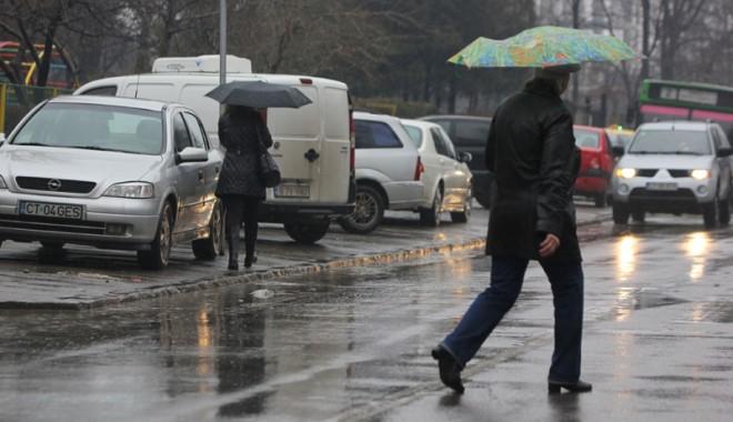 Foto: IATĂ CUM VA FI VREMEA ÎN URMĂTOARELE DOUĂ SĂPTĂMÂNI. Ne aşteaptă un nou val de ploi şi temperaturi scăzute