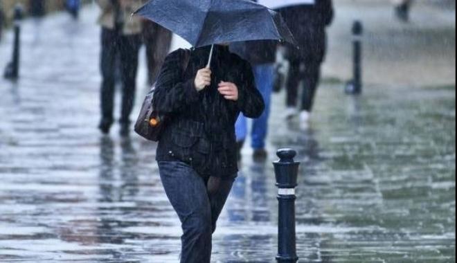 Foto: AVERTIZARE METEO DE PLOI ŞI VIJELII, LA CONSTANŢA. Ce spun meteorologii
