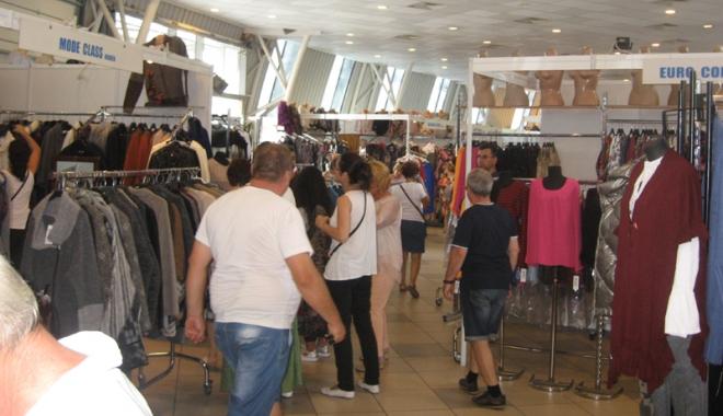 Vreţi să vă îmbrăcaţi româneşte, de calitate? Vizitaţi Târgul TINIMTEX din Mamaia! - vretisatinimtex5-1505926132.jpg