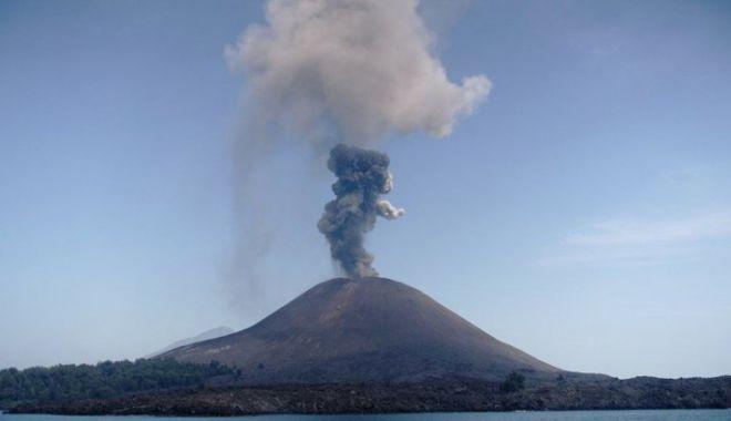 Foto: Nivel de alertă vulcanică, ridicat în Indonezia, după o serie nouă de erupţii