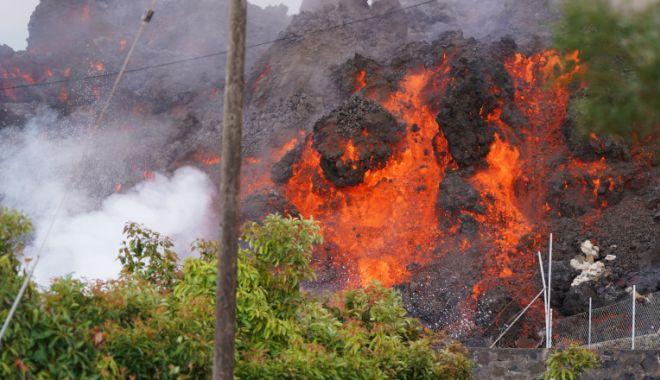 Vulcanul de pe insula spaniolă La Palma a început sa expulzeze din nou lavă și fum - vulcan-1632748685.jpg