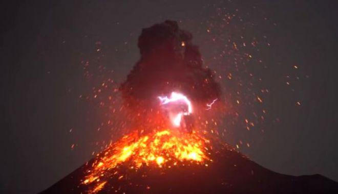Foto: Fenomen extrem de rar! Un vulcan și-a creat propriul fulger în timpul erupției
