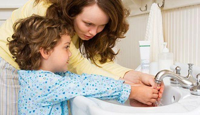 """Foto: """"Spălarea mâinilor"""", un simplu gest care îi poate feri pe şcolari de mult chin"""