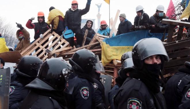 Foto: Washingtonul avertizează Ucraina faţă de trimiterea armatei împotriva civililor