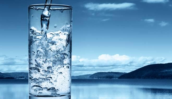 Foto: ONG-urile oferă apă gratuită cu ocazia Zilei Mondiale a Apei