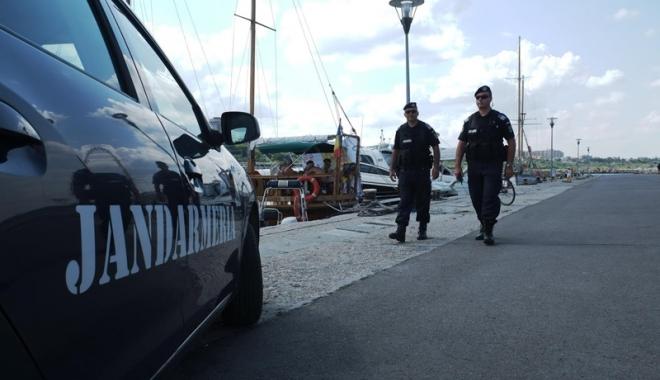 Foto: Week-end plin de misiuni pentru jandarmii şi poliţiştii constănţeni