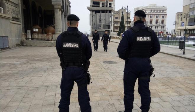 Foto: Week-end încărcat pentru jandarmi, pompieri şi poliţişti