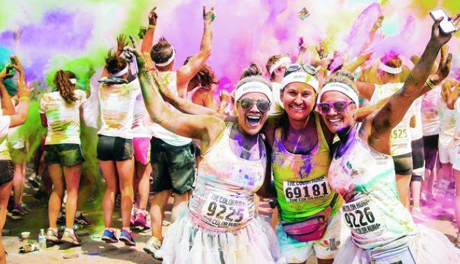 Foto: Week-end colorat la Mamaia! The Color Run reuneşte peste 3.500 de participanţi