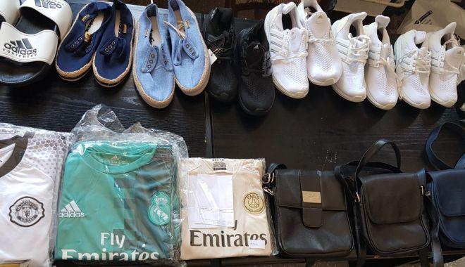 Foto: Haine contrafăcute, vândute la Constanţa. Ce spun oamenii legii