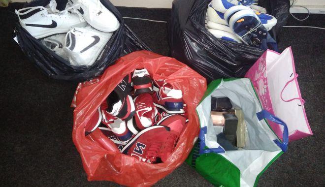 Foto: Afacere cu produse contrafăcute, depistată de poliţiştii din Constanţa. Ce au găsit oamenii legii