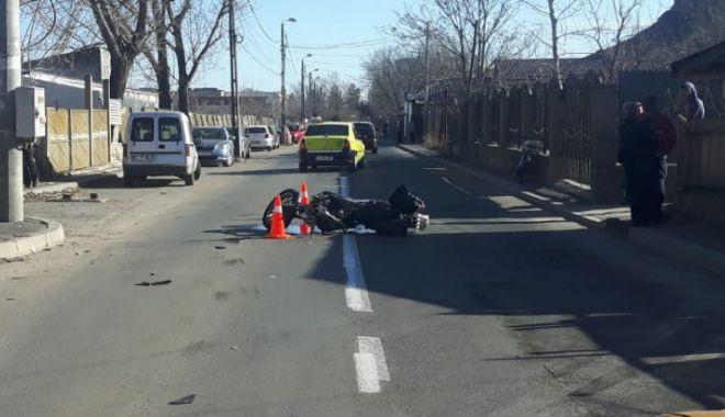Foto: Un motociclist a murit într-un cumplit accident. Nu avea permis de conducere