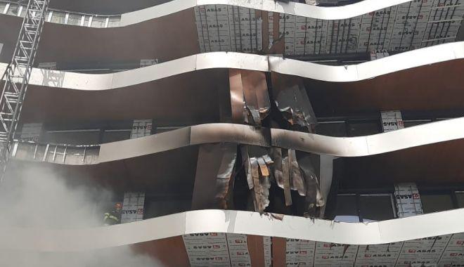 VIDEO. Un bloc din staţiunea Mamaia a luat foc - whatsappimage20210417at134158-1618656791.jpg