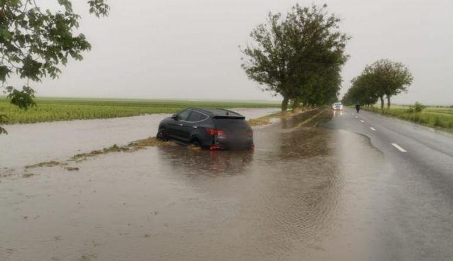 GALERIE FOTO / Probleme în județ din cauza ploilor. Inundații și trafic blocat pe mai multe șosele - whatsappimage20210612at0430391-1623498007.jpg