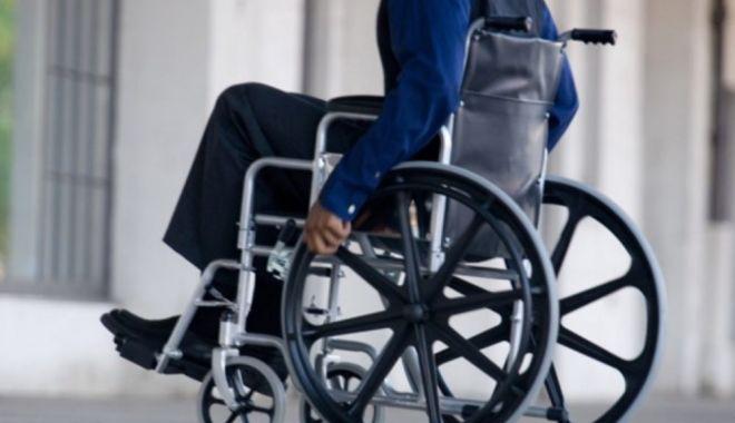Foto: Persoanele cu dizabilităţi vor primi un voucher de 5.000 euro. În ce condiții