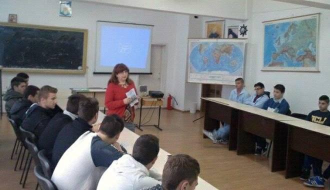"""Foto: Workshop de autocunoaştere la Universitatea """"Andrei Şaguna"""""""