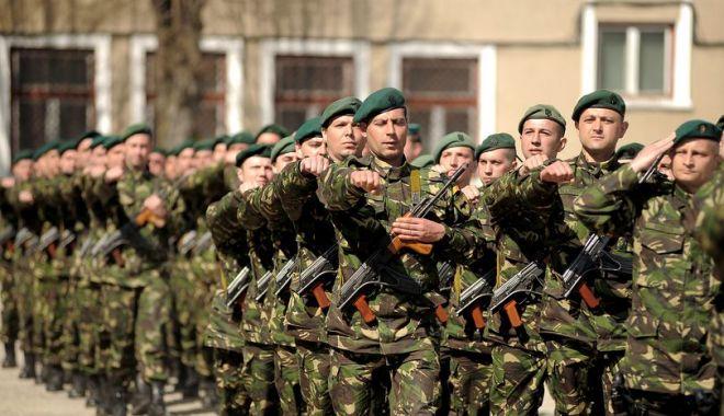 Foto: Copiii militarilor decedaţi sau răniţi în teatrele de operaţii, sărbătoriţi de MApN pe 1 iunie