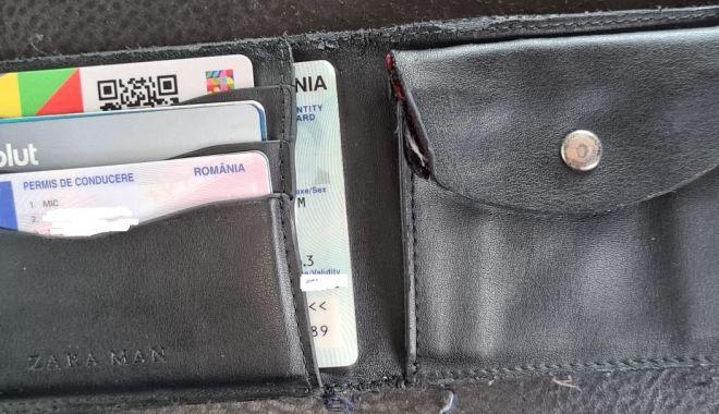 Pățania unui turist din București pe litoral: și-a pierdut portofelul, iar jandarmii l-au găsit cu ajutorul Facebook-ului - xjandarmi-1627802566.jpg