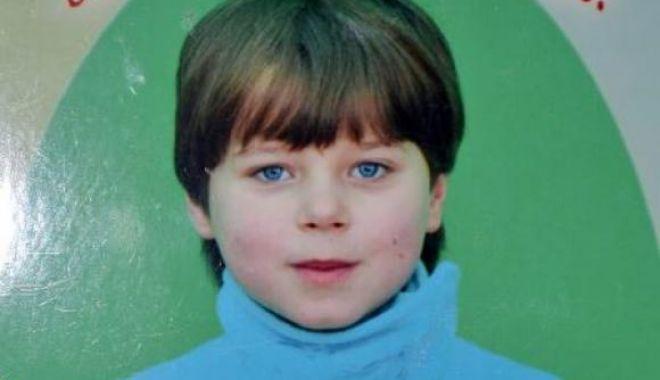 Foto: Fetiță de șapte ani, dispărută de acasă de cinci zile. A plecat cu un cunoscut la cimitir