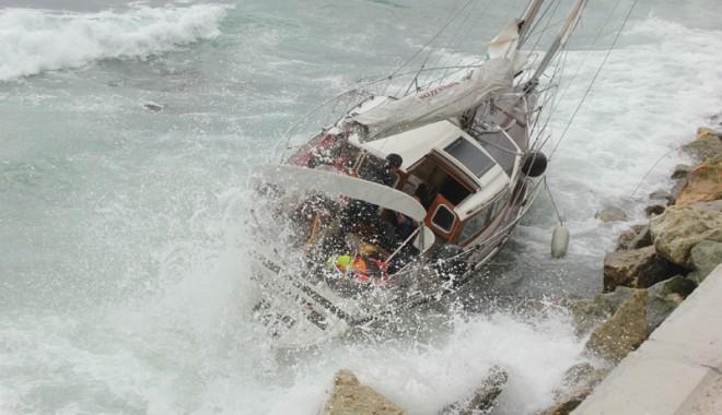 Foto: De ce a eşuat velierul german? Mazăre cere o anchetă