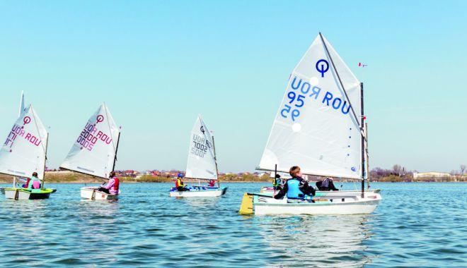 Foto: Yachtingul, spectacol cu vele, pe litoral