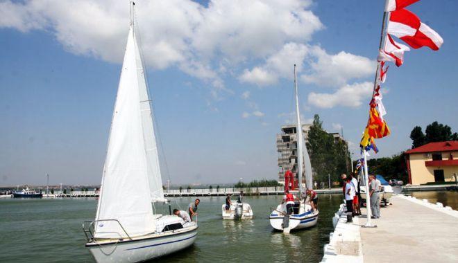 Foto: Canoe şi yachting. Pregătiri pentru Regata Universităţilor din Constanţa