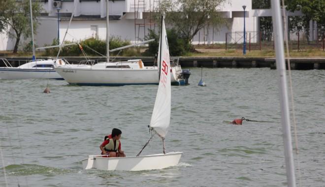 Foto: Constănţenii ridică velierele la Balcaniada de Yachting