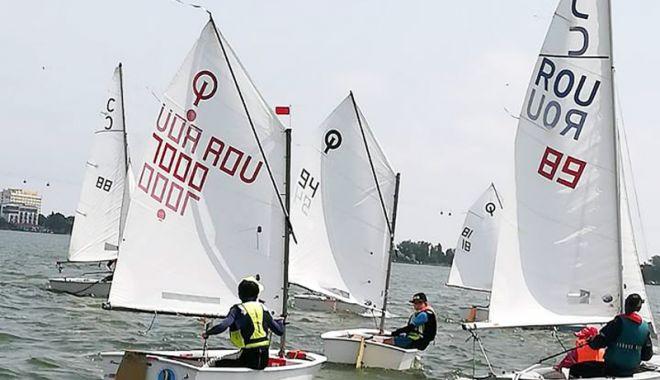 Foto: În plin sezon competiţional de yachting. Show cu vele pe Siutghiol