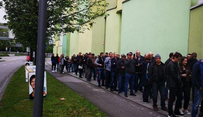 Foto: Alegeri europarlamentare 2019, votul în diaspora. Cozi de mii de oameni la secţiile de votare