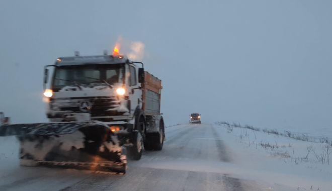 VIDEO / Viscol și vizibilitate scăzută, pe șosele. Intervin drumarii - zapada-1611728301.jpg