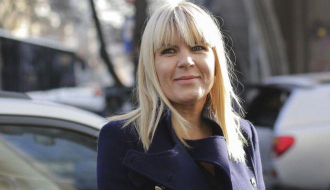 """Foto: Elena Udrea a votat. """"Sunt probabil singurul român care s-a întors în țară, nu-mi doresc să plec"""""""