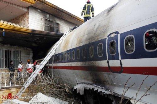 Foto: Imagini șocante cu avionul Boeing 707, prăbușit peste o casă