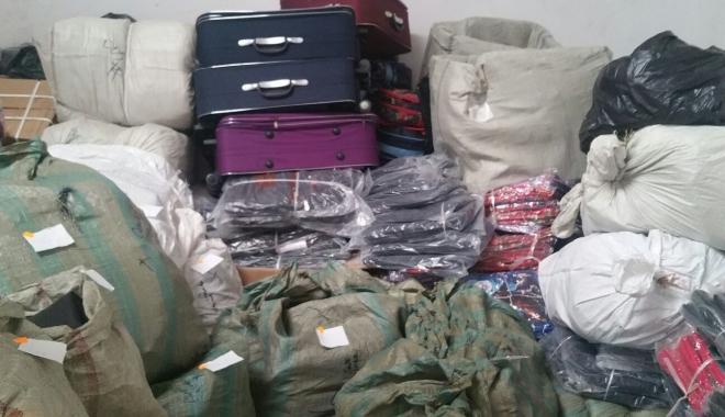 Foto: Zece TIR-uri cu cadouri de Crăciun, confiscate de inspectorii antifraudă