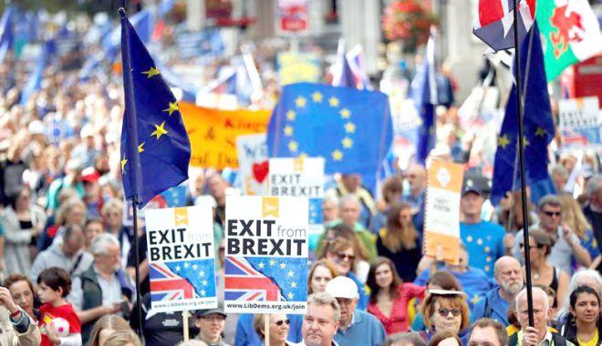 Foto: Zeci de mii de britanici cer un al doilea referendum privind Brexit-ul