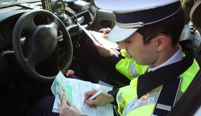 Foto: Zeci de sancţiuni primite de şoferii veniţi pe litoral