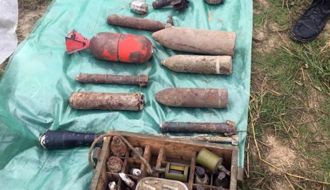 Foto: Zeci de elemente de muniţie  descoperite la Constanţa,  distruse de pirotehnişti