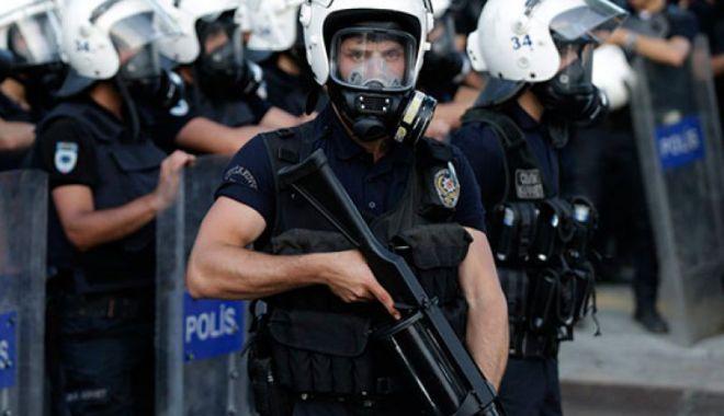 Foto: Zeci de membri  ai forţelor aeriene turce, arestaţi pentru legături  cu Gulen