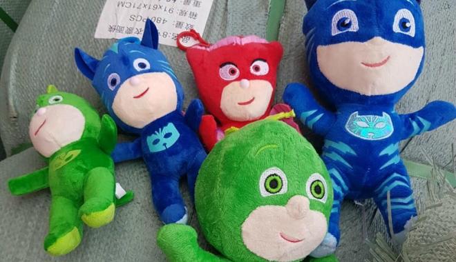 Foto: Zeci de mii de jucării contrafăcute, confiscate de poliţiştii de frontieră
