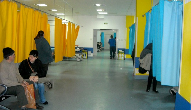 Foto: Zeci de constănţeni ajung la spital, din cauza etnobotanicelor