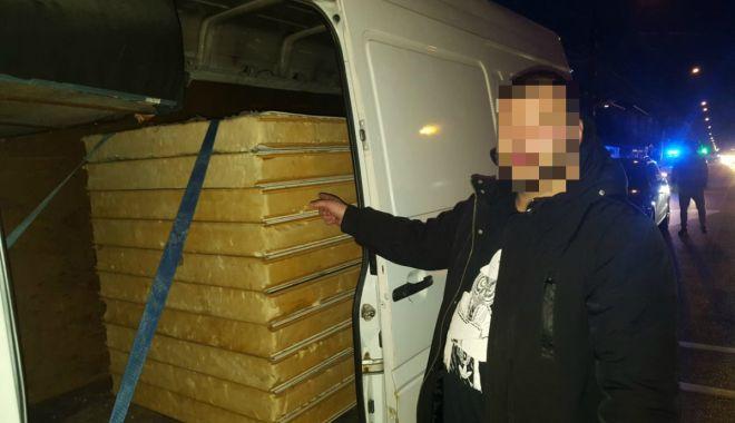 Foto: Zeci mii de pachete cu țigări de contrabandă, descoperite de polițiștii de frontieră