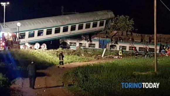 Foto: GRAV ACCIDENT FEROVIAR ÎN ITALIA. UN ROMÂN SE AFLĂ PRINTRE CEI MORŢI!