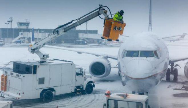 Foto: Un avion care trebuia să plece din Sibiu către Munchen nu a putut decola timp de 12 ore